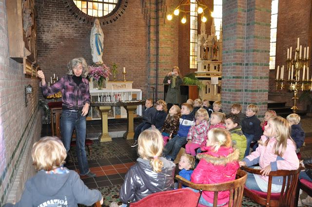 Kleuters bezoeken Martinuskerk - DSC_0036.JPG