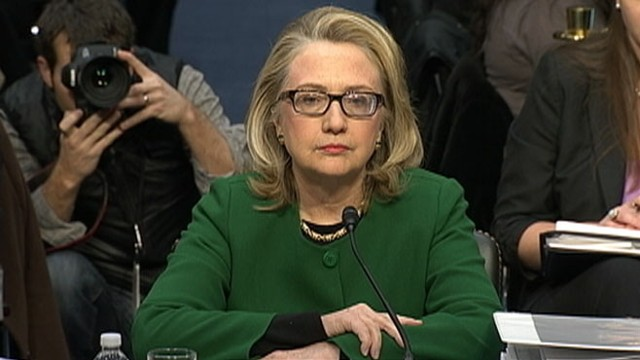 Hillary Clinton contradicts herself on private email server