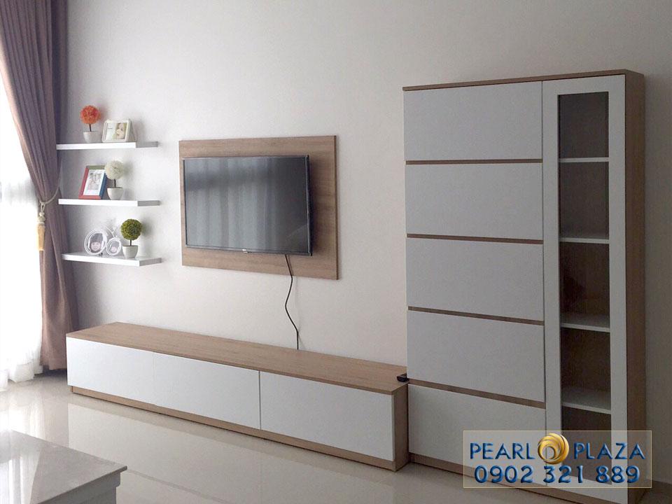 tivi và tử quần áo trong phòng ngủ tại Pearl Plaza quận Bình Thạnh