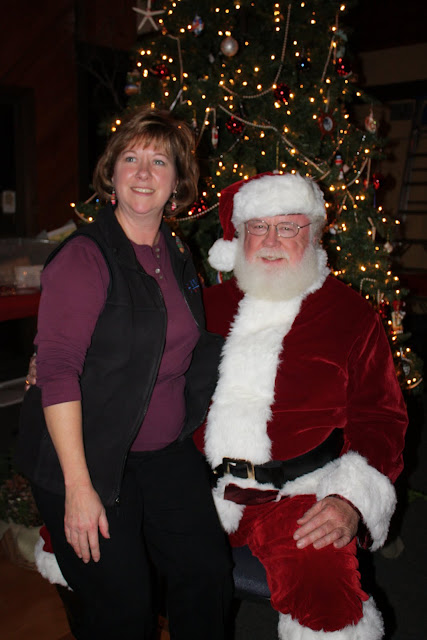 2009 Clubhouse Christmas Decorating Party - IMG_2662.JPG