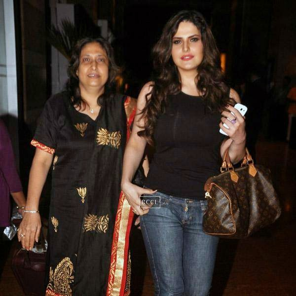 Bollywood actress Zarine Khan snapped enjoying a stroll with her mother in Mumbai, on July 16, 2014.(Pic: Viral Bhayani)