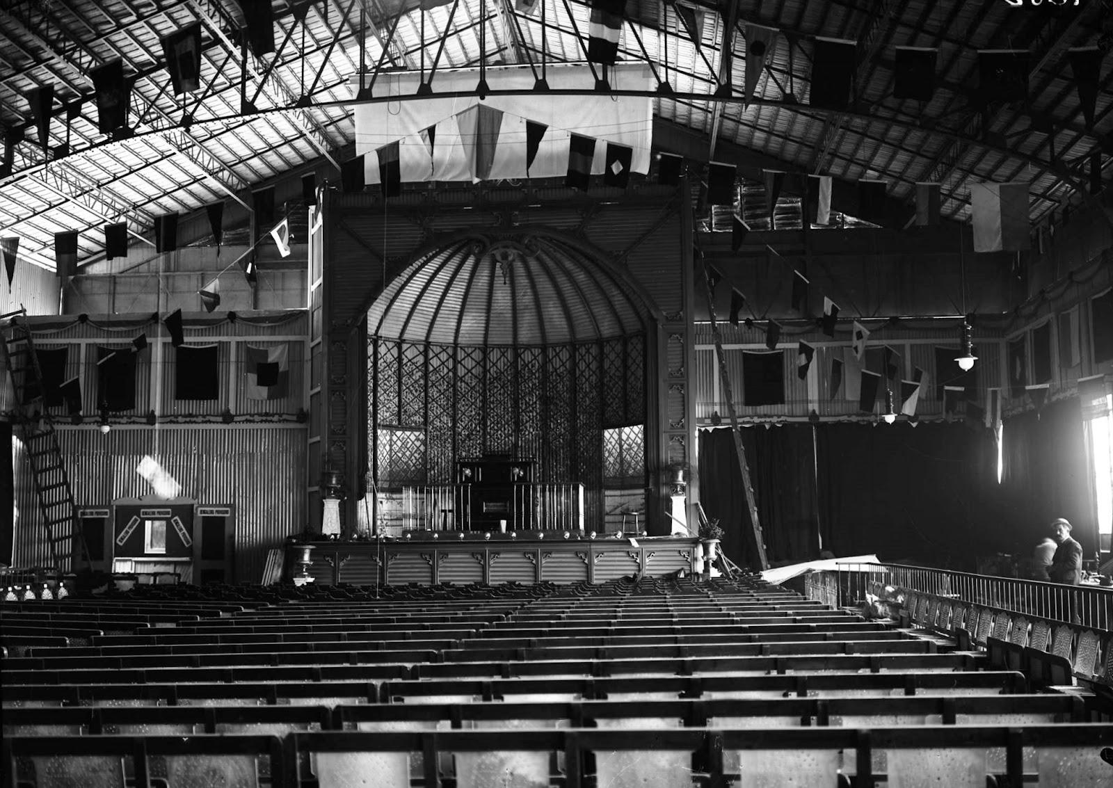 [1909+Music-Hall.1.1%5B5%5D]
