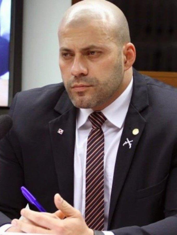 Deputado  Daniel Silveira  continua afrontando a justiça