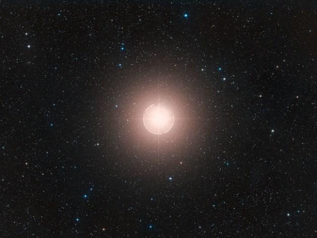 نجوم كبيرة في الفضاء لن تتخيل مدي حجمها وشكلها عن قرب