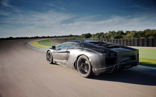 Lamborghini Aventador in pista