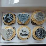 Damask cupcakes3.JPG