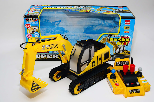 Xe xúc đất điều khiển CCP màu vàng
