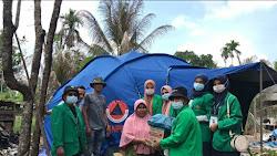 MAHASISWA KKN UNIMAL 053 SALURKAN SEMBAKO UNTUK MASYARAKAT KURANG MAMPU DAN KORBAN KEBAKARAN DIMASA PANDEMI COVID-19