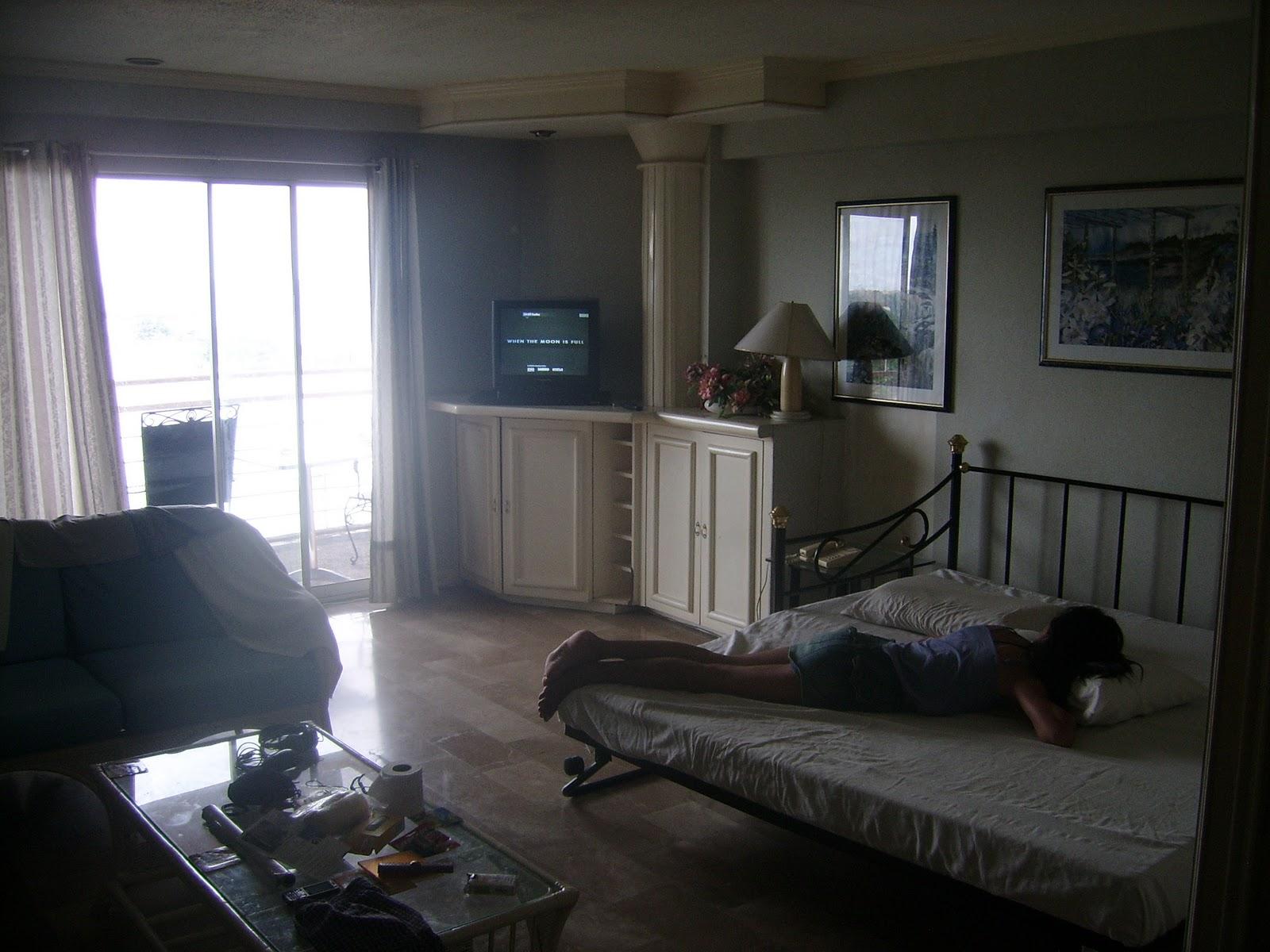 yves autour du monde l appartement. Black Bedroom Furniture Sets. Home Design Ideas