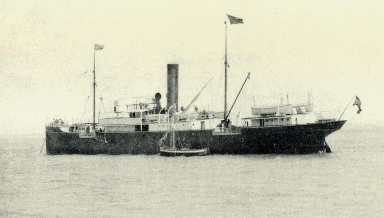 El REINA VICTORIA con los colores de Navegación e Industria. Foto Juan Carlos Díaz Lorenzo. Del libro De la Mar y los Barcos.JPG