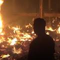 Kebakaran Melanda Kandang Ayam di Sumobito, Pemilik Alami Kerugian Puluhan Juta.