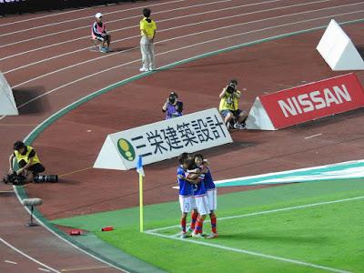 横浜F・マリノス齋藤学のゴールに喜ぶ
