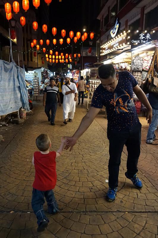 DSC06861 - High five @ Chinatown