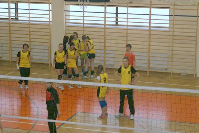 Zawody siatkarskie dziewczat 1 marca 2011 - DSC09268_1.JPG