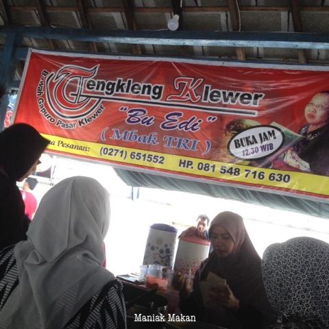 maniak-makan-tengkleng-gapuro-klewer-bu-edi-solo