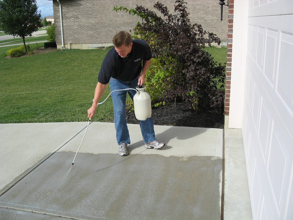 Concrete driveway sealing contractor jaco indy for Best way to clean cement driveway