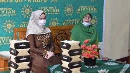 Dokter Dian Fadly Berikan Pabukoan kepada Anak Panti Asuhan dan Santri Tahfidz
