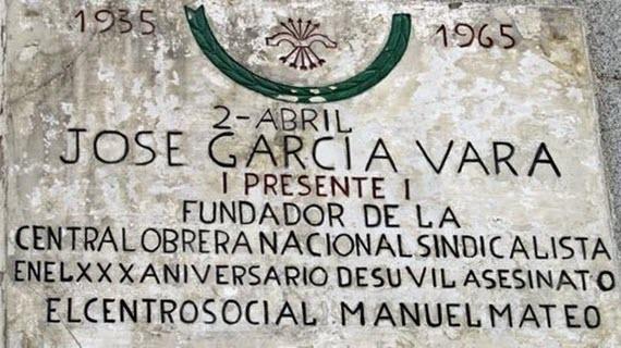 Retirada de los monolitos y placas franquistas de titularidad municipal