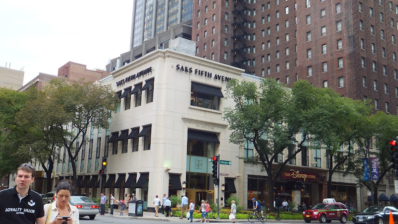 Saks Fifth Avenue, Chicago