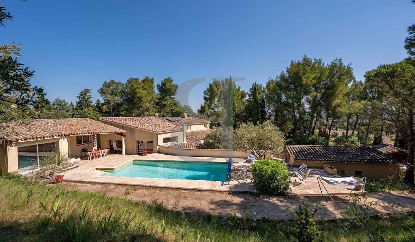 Villa with pool Althen-des-Paluds
