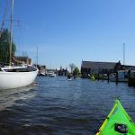 231-Voor ons doemt de imposante Waterpoort van Sneek op...