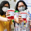 Dukung Ibadah Puasa Tenaga Kesehatan di Wisma Atlet, Alodokter dan Fore Coffee Bagikan 1000 Cup Manuka