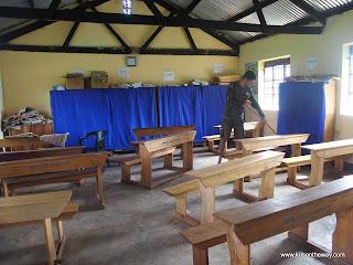 06 Volunteering, Uganda May14