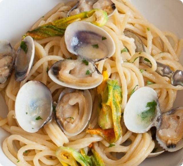spaghetti-vongole-e-fiori-di-zucca