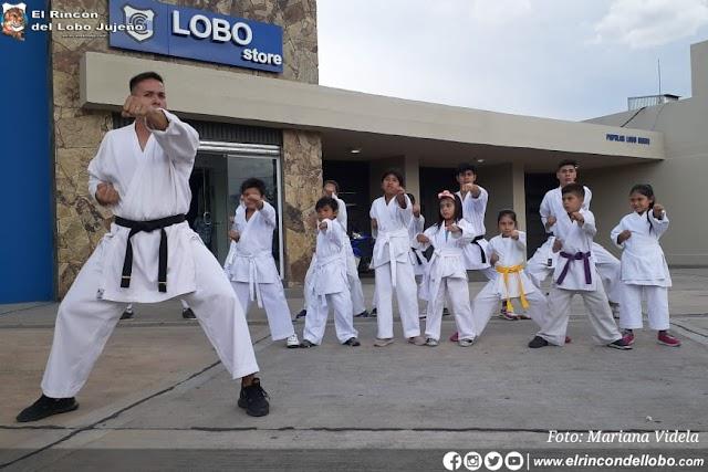 La escuela de Karate brindó una interesante exhibición