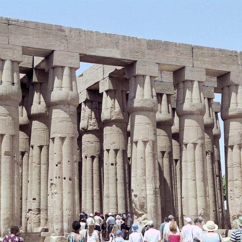 Luxor_09 Karnak Temple Pillars.jpg