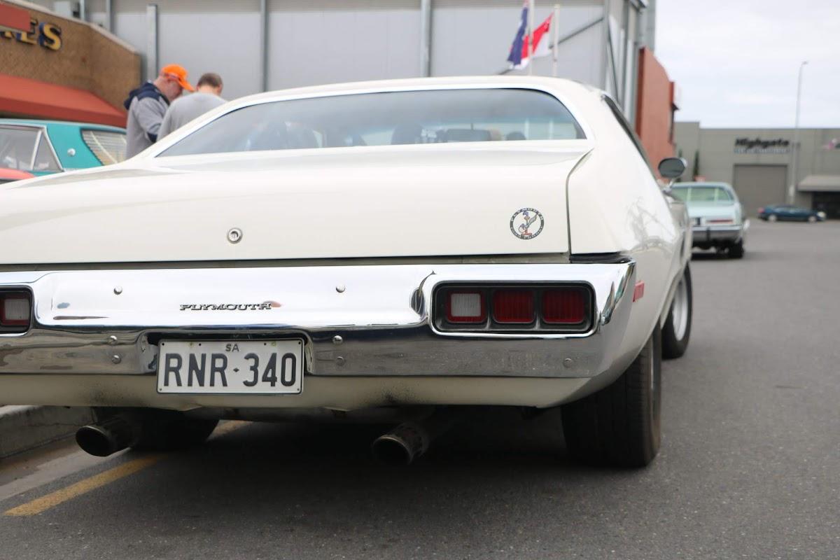 Plymouth RoadRunner 02.jpg