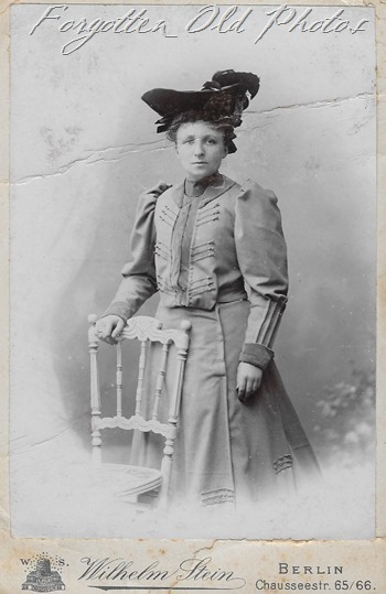Unknown Hat gal Germany Floodwood ant