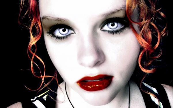 Vampire Taylor, Vampire Girls 1