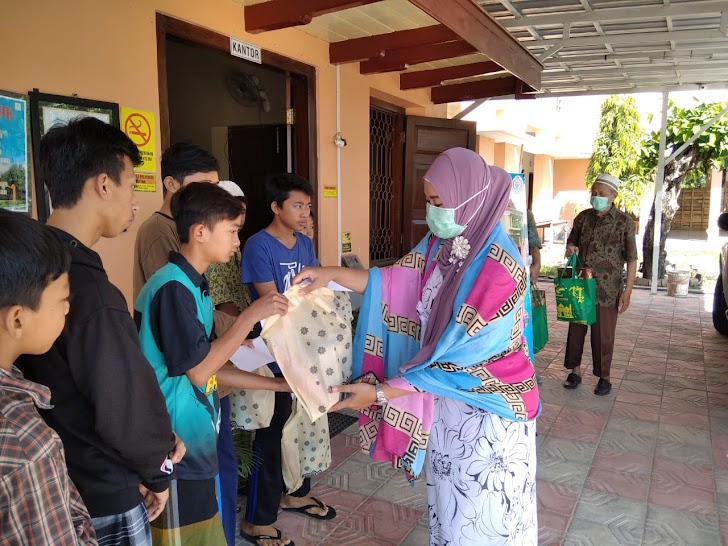 Anak Yatim Dapat Bantuan Vitamin Sabrina Beauty Care and Sabsuf Health Care