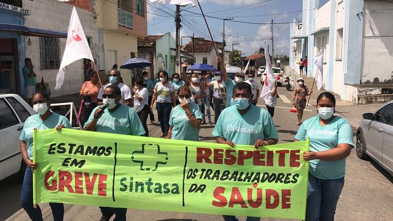 """""""Apitaço"""" nas ruas de Maruim marca sexto dia de greve dos trabalhadores da saúde"""