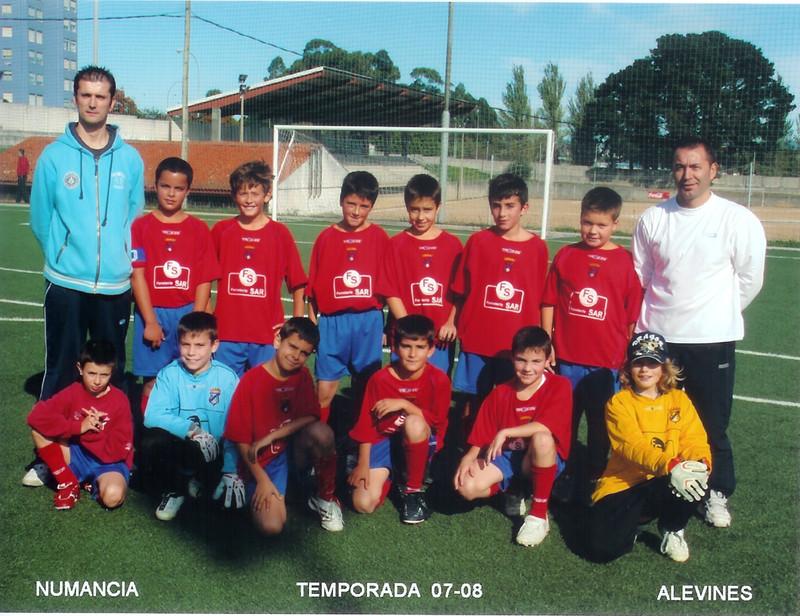 A.D.R. Numancia de Ares. Alevines 2007-2008 Miguel (Entrenador), Martín, Alberto, Iván, José Manuel, Miguelito, Bran, Chema (Delegado) Marcelo, Agustín, Brais, Juan Carlos, Ángel y Roberto. Caranza (Ferrol)