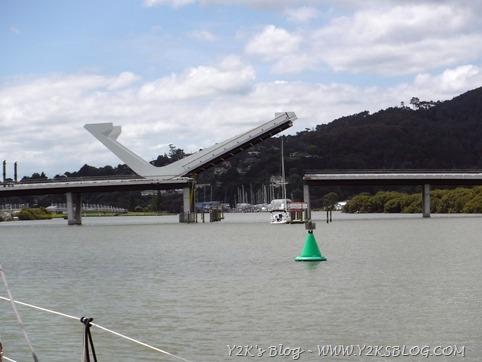 Il ponte di Whangarei cominicia ad aprirsi