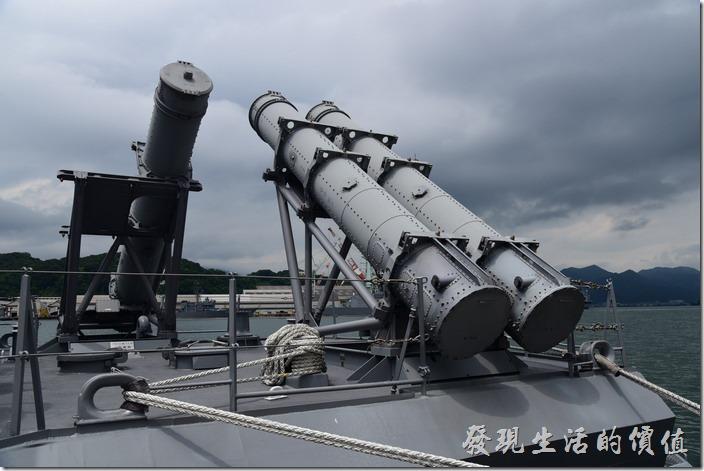 這個不知道是飛彈還是魚雷。