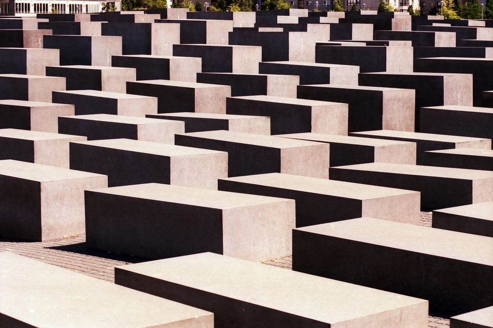 memorial-murdered-jews-europe-berlin-9