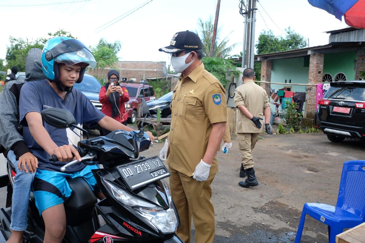 Tak Gunakan Masker, Wabup Gowa Arahkan Satu Pengendara Sepeda Putar Balik di Perbatasan Gowa-Maros