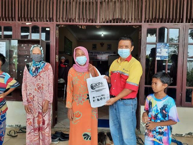 Arutmin Site Kintap Bagikan 500 Paket Sembako untuk Anak Yatim dan Lansia