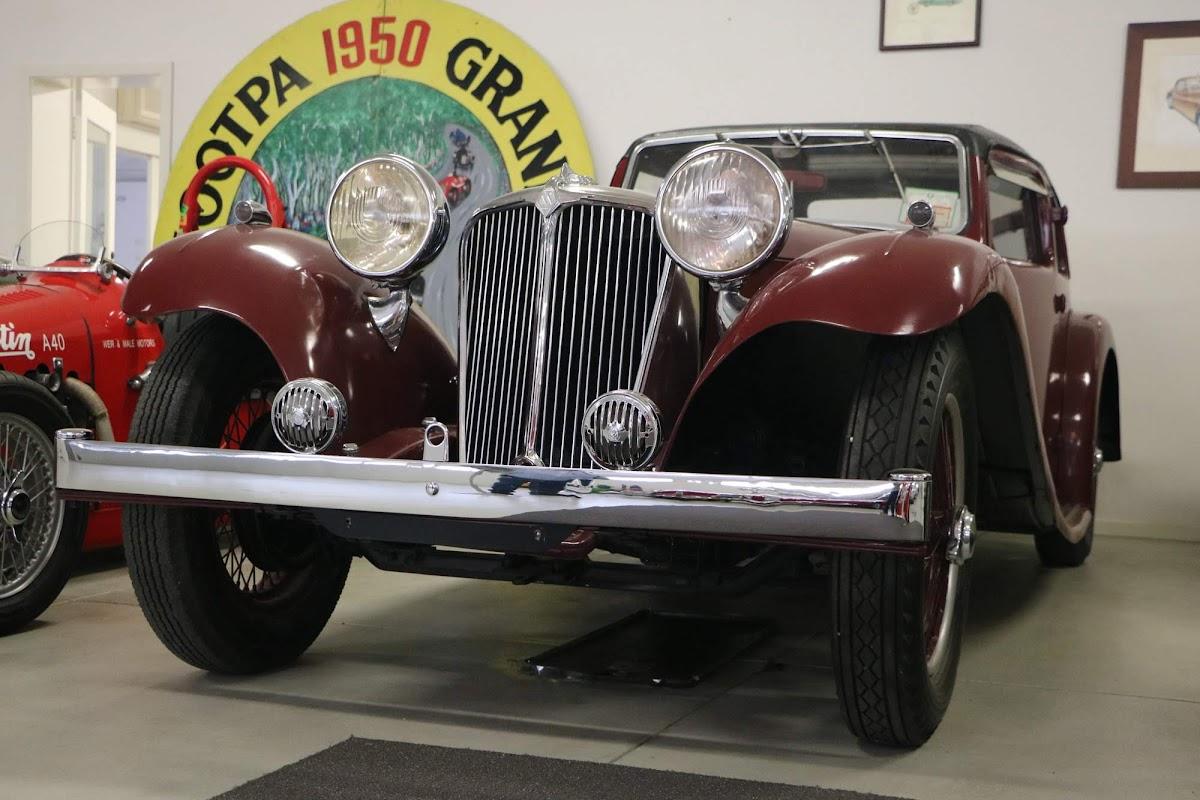 Carl_Lindner_Collection - 1935 Jaguar SS1 Saloon 02.jpg