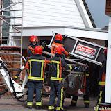 Omvallende steiger afgebroken door brandweer i.v.m. storm - Foto's Teunis Streunding