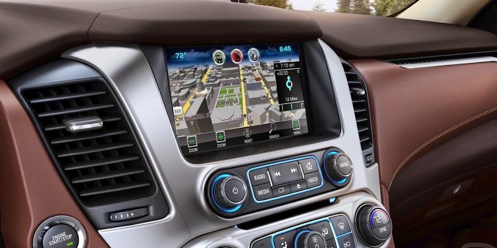 2015-Chevrolet-Suburban-Navigation-005