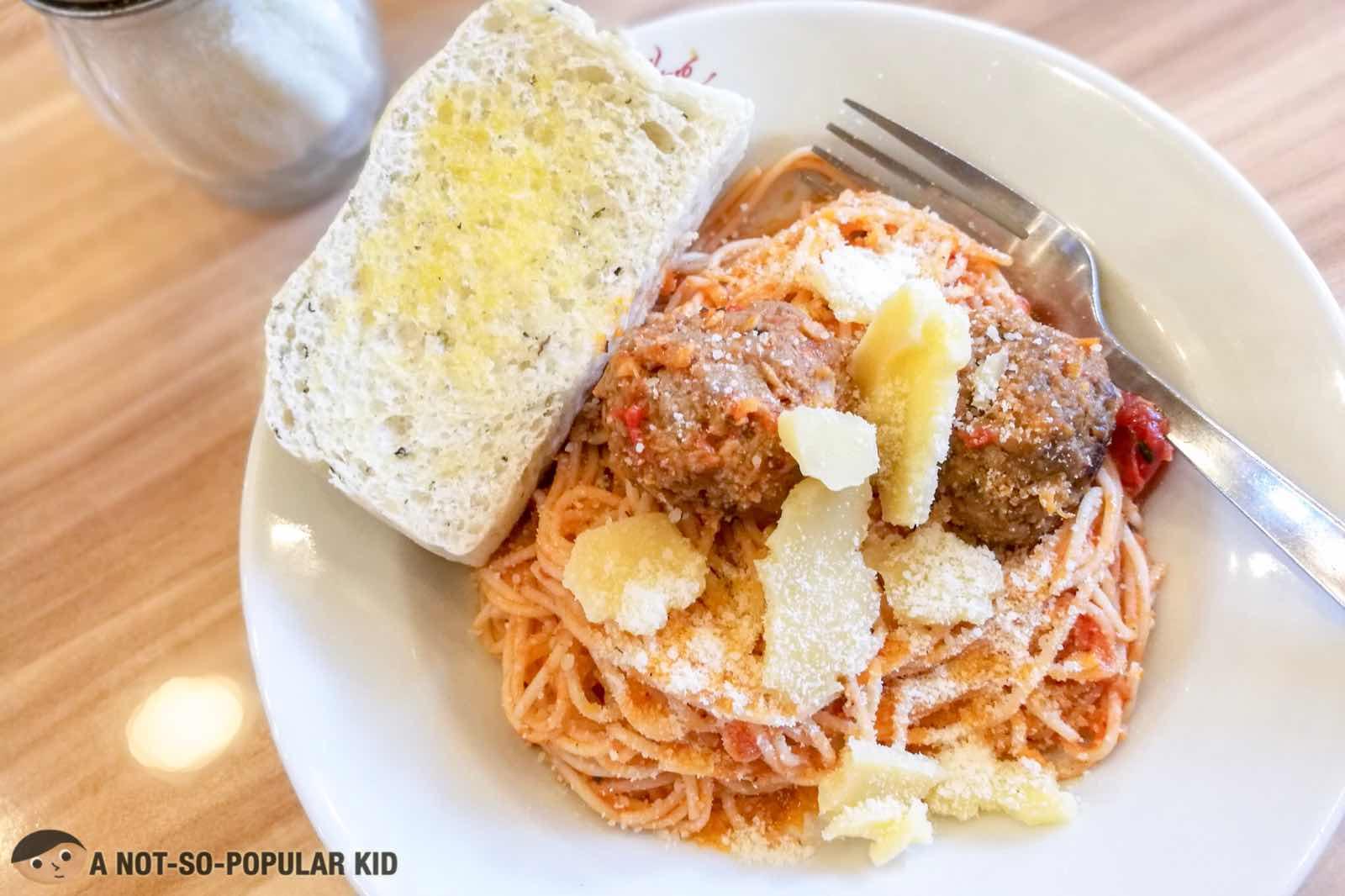 Figaro's Energizing Breakfast and Pasta, Bonifacio High Street