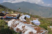 Humanitární pomoc bývá často doručována do špatně dostupných lokalit ve vysokohorských oblastech. Vesnice Selang. (Foto: Petr Drbohlav)