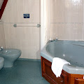 19 - ensuite bathroom.jpg