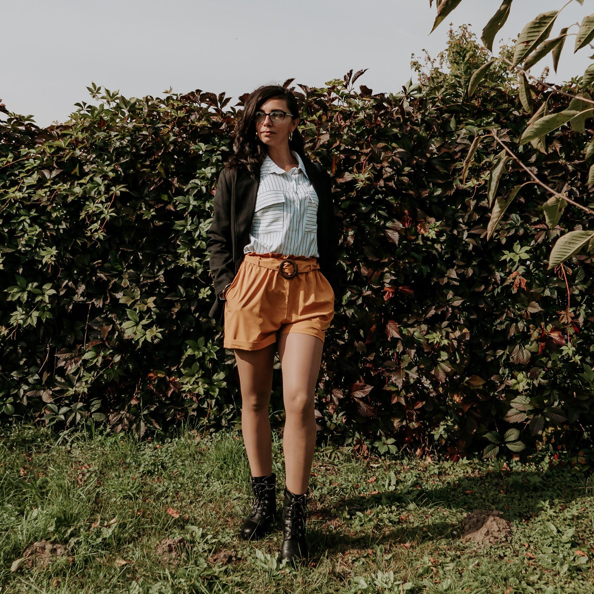 letnie ubrania w jesiennych stylizacjach