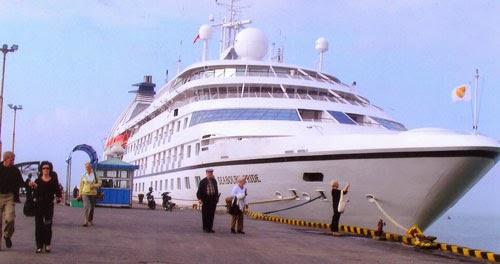 danang-beach-hotel-luxury-cruiser