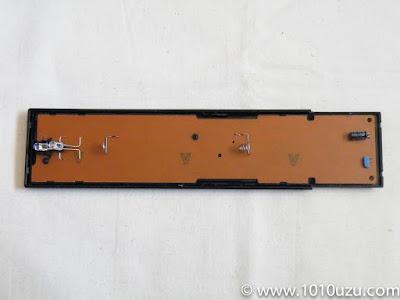 基板にアクセスするためにはネジをあと2本外す